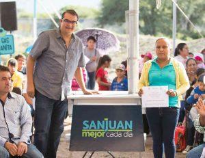 Familias de Santa Rosa Xajay y Visthá reciben apoyos sociales,hoy san juan del río
