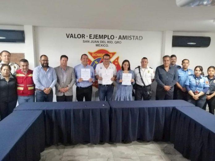 Firman acuerdo autoridades y Bomberos Voluntarios para apoyo económico