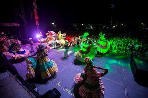 9 mil personas acompañan a Memo Vega en Grito de Independencia
