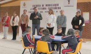 Entrega Toño Mejía 1,043 zapatos a estudiantes de educación básica 1