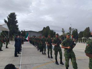 Toman protesta de bandera Conscriptos de la 12a. Compañía del Servicio Militar Nacional 1