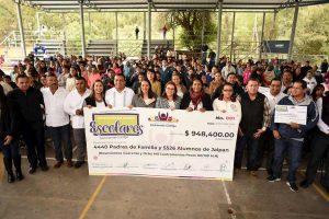 Entrega Chely Amador y regidores priistas cerca de 1 mdp de donativo a escuelas en Jalpan 1