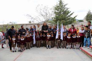Entrega Elvia Montes bardas perimetrales en escuelas primarias. 1