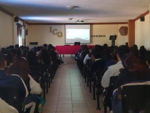 Imparte FGR platica sobre uso razonable de redes sociales en Querétaro 1