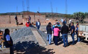 Toño Mejía entregó material de construcción para obras en San Nicolás 1