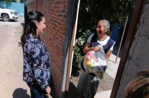 Entrega Elsa Méndez apoyos alimentarios a personas de la tercera edad 1