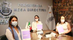 Presidenta de la Legislatura recibe 'Manual para el Avance en Materia de Armonización Legislativa con Perspectiva de Género' de manos del IQM 1