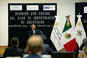 Francisco Domínguez asistió a reunión con Club de Industriales de Querétaro