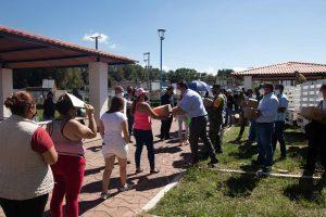 Municipio de SJR continua con los apoyos para habitantes de La Rueda 2